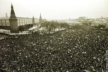 России митинги поменьше в поддержку