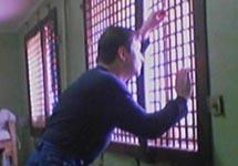 В изоляторе. Фото с сайта www.journal.lv