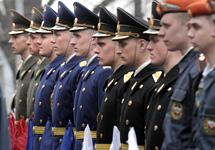 С нового года базовое денежное содержание российских военнослужащих увеличится в три раза, заявил накануне президент...