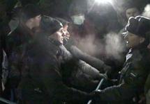"""Противостояние милиции и демонстрантов на Чистопрудном бульваре. Кадр """"Грани-ТВ"""""""