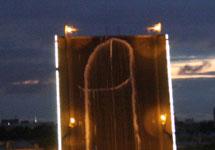 """Граффити группы """"Война"""" на Литейном мосту. Фото: plucer.livejournal.com"""