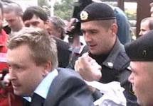 Задержание Николая Алексеева у мэрии 21.09.2010. Кадр  Грани-ТВ