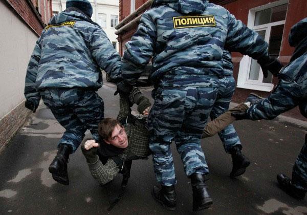 Задержание Путенихина у Тверского суда. Фото: drugros.ru