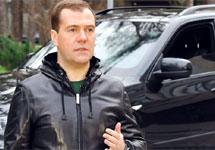 Дмитрий Медведев и автомобиль. Кадр из видеоблога премьер-министра
