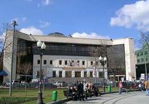 Старый московский цирк на Цветном бульваре.  Сейчас носит имя Ю.В.Никулина, памятник которому установлен прямо у...