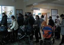 Очередь в регистратуру в 8-й детской поликлинике Ижевска.