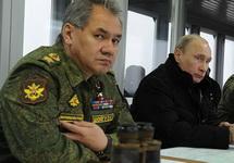 Шойгу и Путин наблюдают за учениями на полигоне Кирилловский. Фото: kremlin.ru