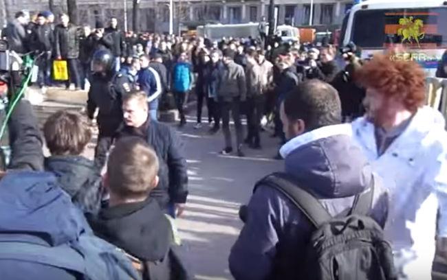 Подозреваемый внападении наНавального активист SERB дал показания против участника «АнтиДимона»